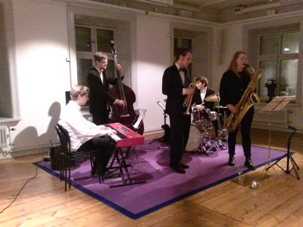 Från vänster Pontus Wiklund piano, Jonas Grumstedt bas, Karl Wallmyr trumpet, Andreas Pettersson trummor och Emma Josephsson barytonsax